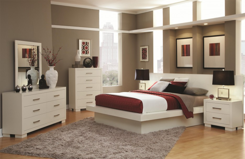 Bedroom: Luxurious Bedroom Design Equipped With Wooden Flooring