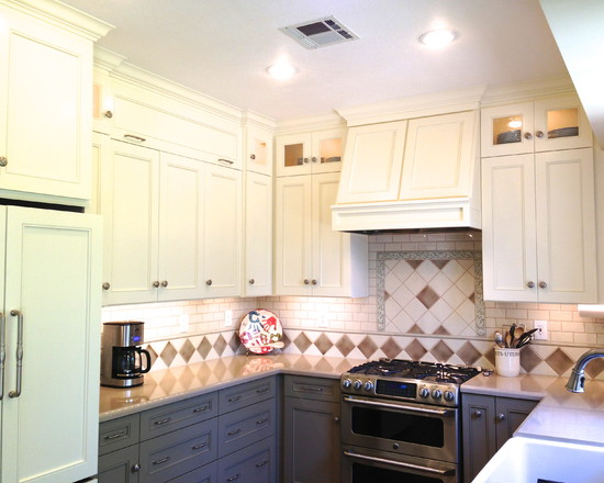 Kitchen Backsplash Idea Euqipped With Brown And White Color In Small