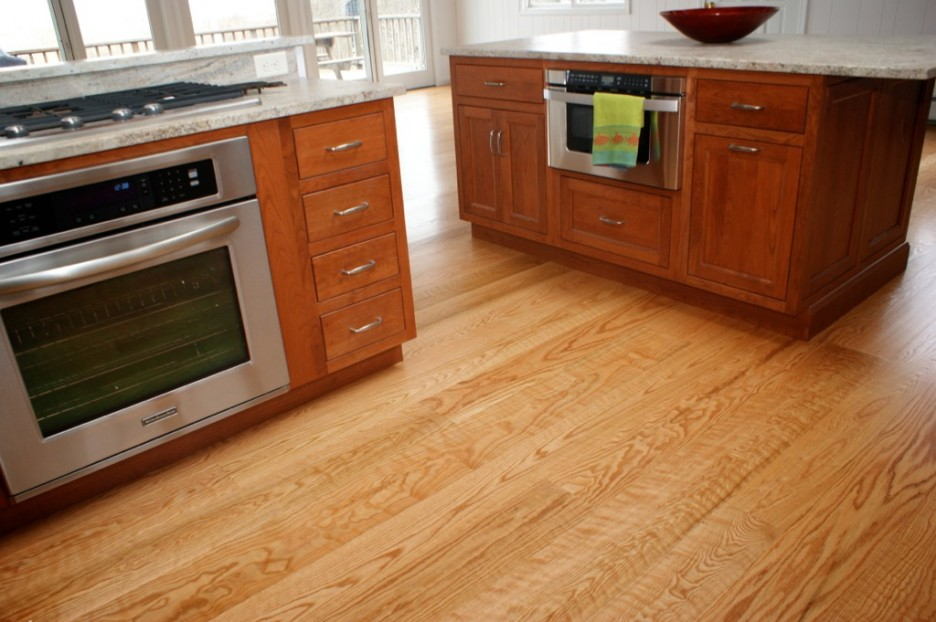 Countertop Microwave In Island : ... Marble Countertop Wooden Kitchen Island With Modern Microwave Image