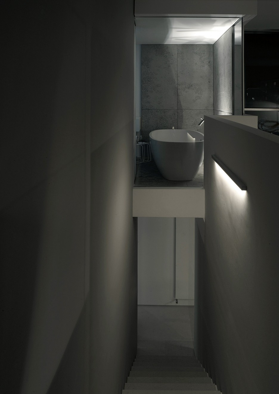 Striking Bathroom Space Idea Equipped With Best LIghting Unit In ...