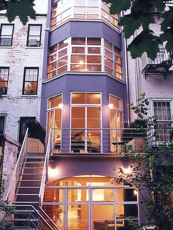 Stunning home exterior design of townhouse with classic for Townhouse modern design exterior