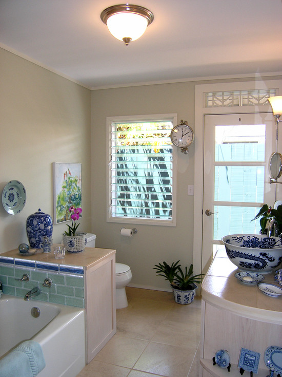 Villa: Alluring Cream Bathroom Of Beach House Completed With Blue