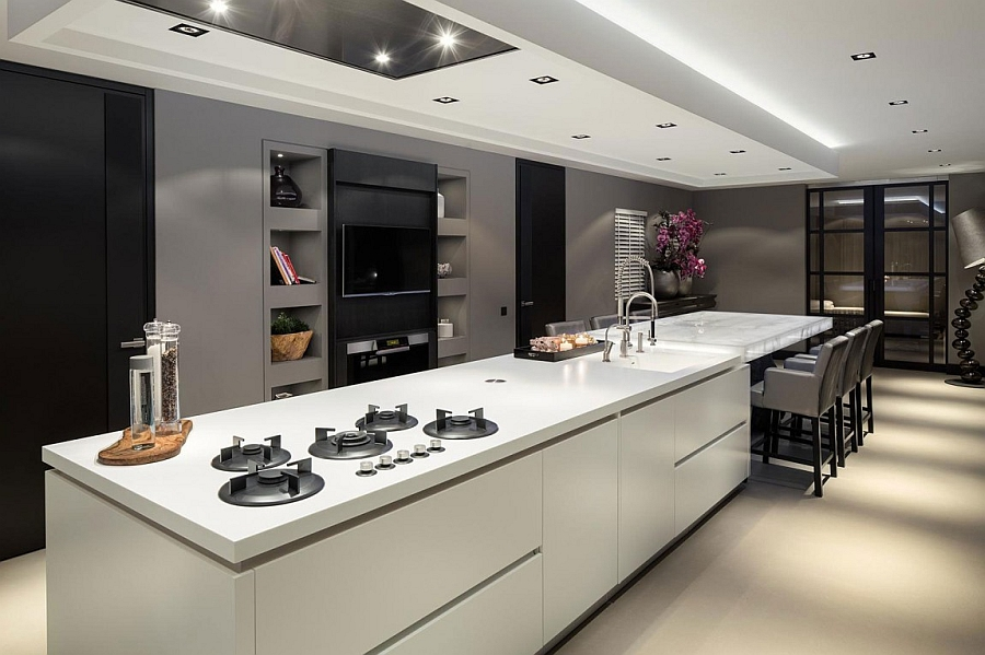 Kitchen island in white equipped with whitete cieling unit and modern