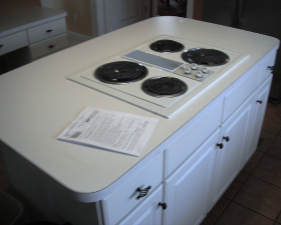Countertop Stove Images : Modern Small Kitchen Island With Modern Gas Stove On White Cabinet And ...