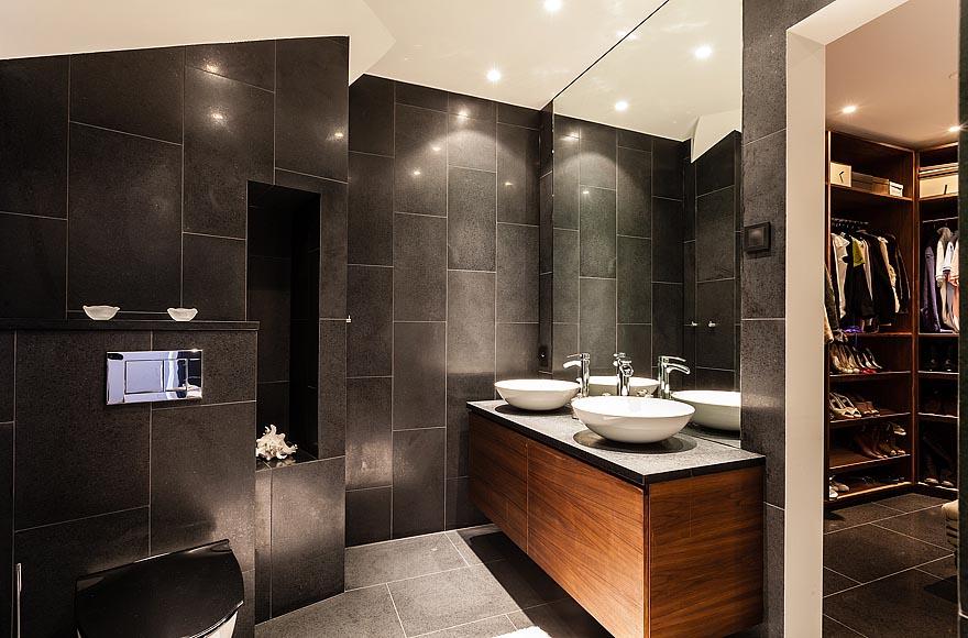 Villa stylish interior design open bathroom design with concrete tile floor and wall design for - Amazing luxury bathroom designs inspirations ...