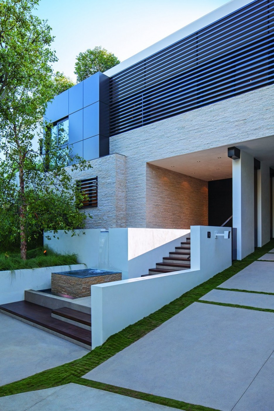 Villa: Stylish Stairs For Entrance Area Of Modern Residence Laurel ...