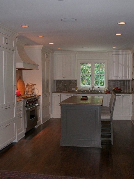 Wonderful White Mountain House Designed in Modern Building Style: Comfortabe Kitchen Design With White Wooden Cabinet And Cupboard Finished With Traditional Touch In Mountain Brook Road House