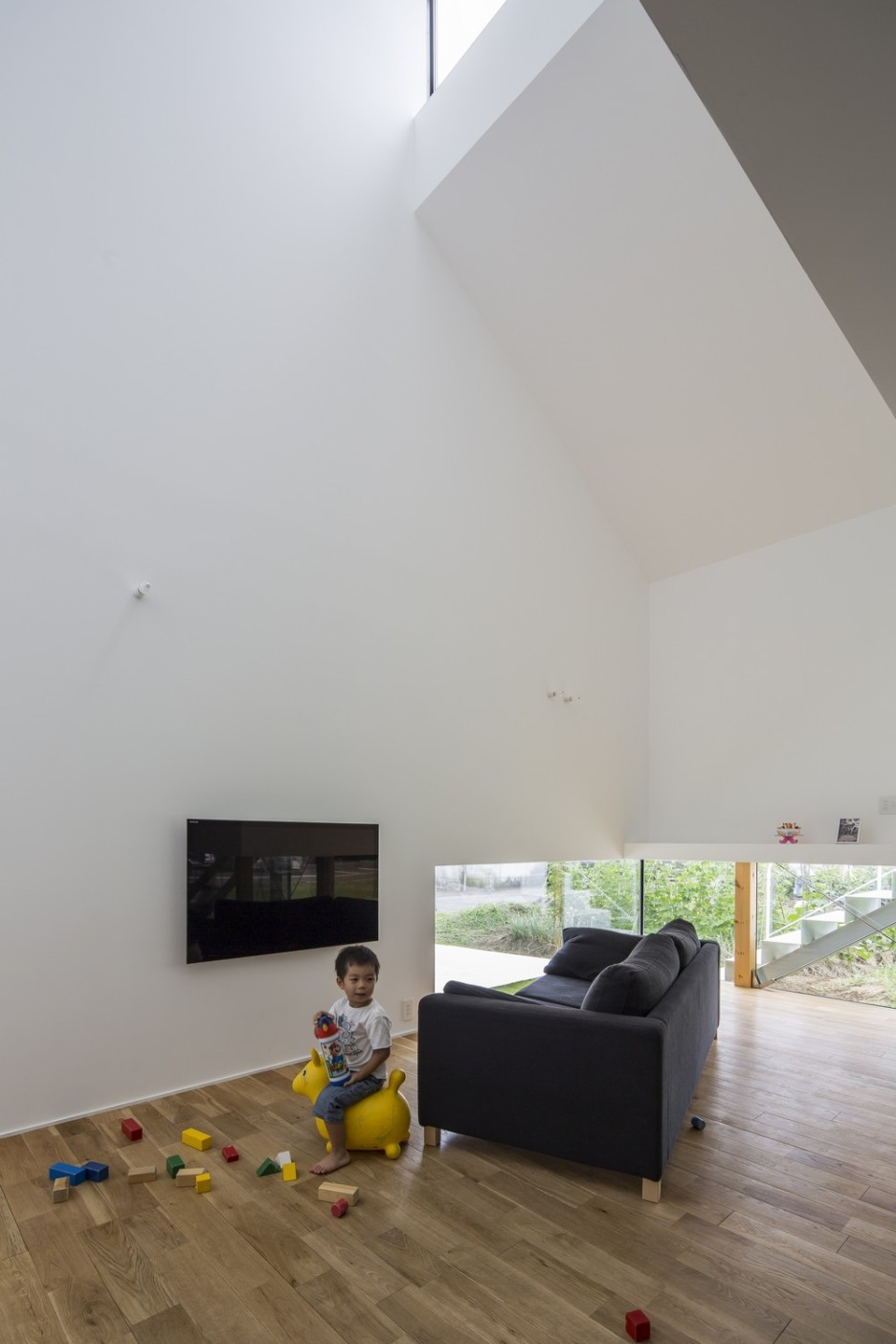 Modern Japanese Architecture Home Gives Inspiring Design Idea: Comfortable Kawate Residence Home Design Interior In Living Room Decorated With Black Fabric Sofa Furniture In Modern Minimalist Design Ideas