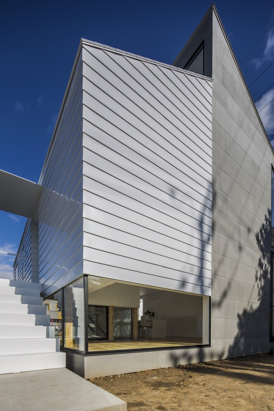 Modern Japanese Architecture Home Gives Inspiring Design Idea: Powerful Kawate Residence Home Design Exterior Used Contemporary Decoration With  Grey Wall And Glass Sliding Door Design Ideas